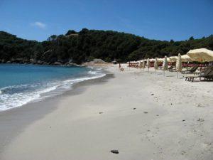 осознанная потребность - уборка мусора на пляже